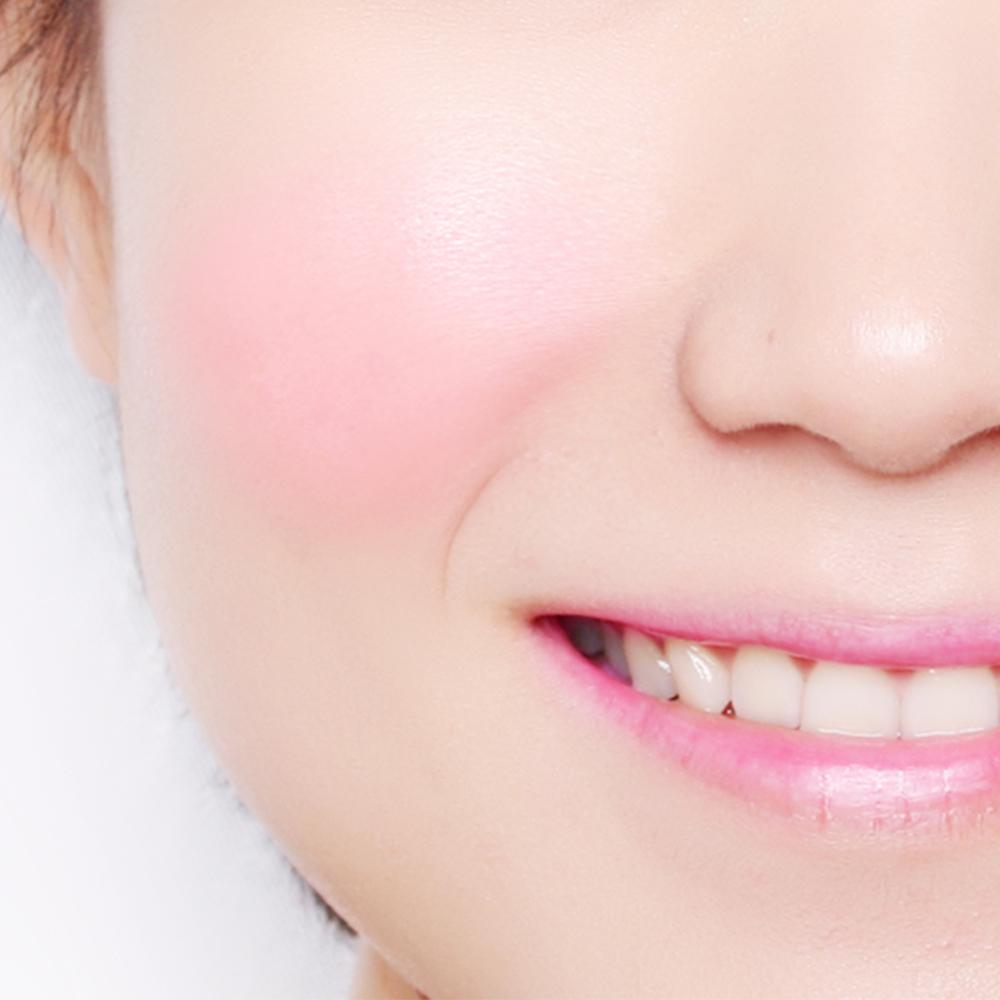 Bbia Downy Cheek - 01 Downy Pink  ให้แก้มเนียนสวยอมชมพูระเรื่อด้วยสีชมพูสว่างคล้ายนมสตรอเบอร์รี่ |  www.Sky007.co.th